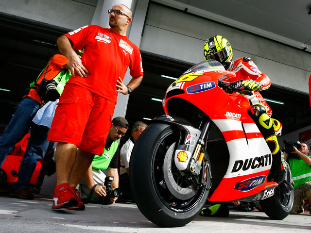 """Valentino Rossi: """"Estamos bastante preocupados"""""""