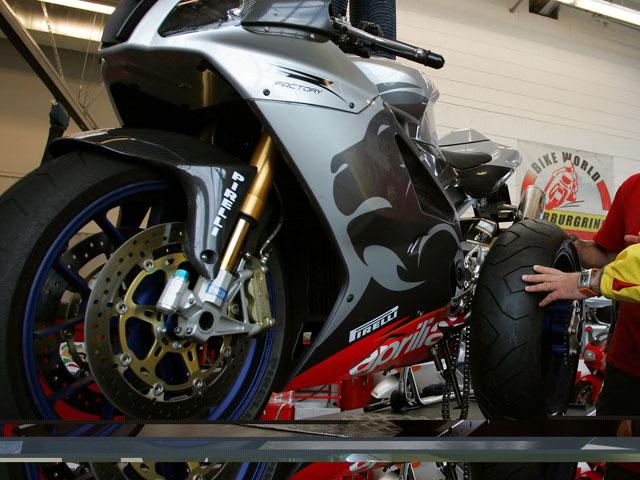 Cambia los neumáticos de tu moto