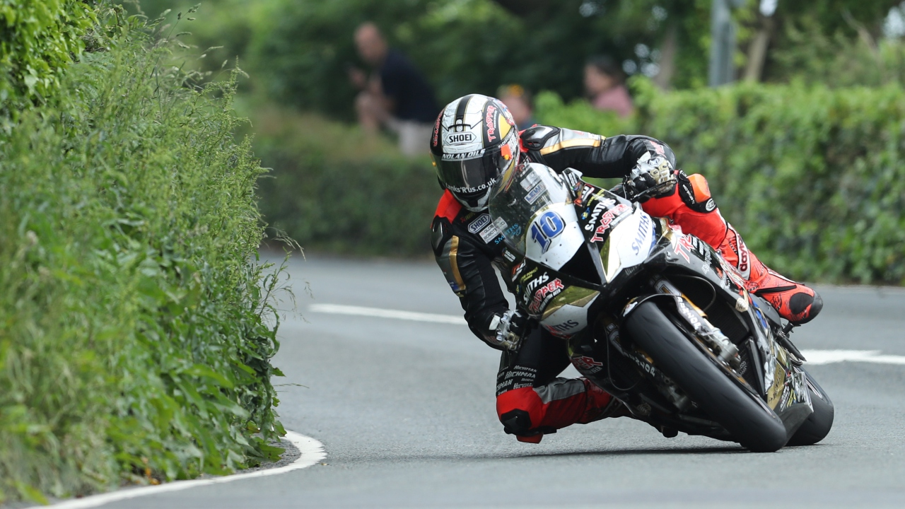 IOMTT 2018: 17ª de Michael Dunlop en Supersport y estreno de Peter Hickman en Superstock