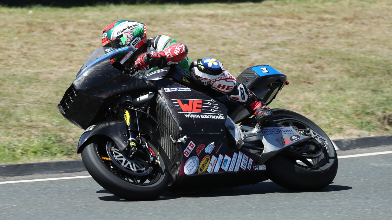 IOMTT 2018: Dean Harrison domina Supersport y la 18ª de Michael Dunlop en Lightweight