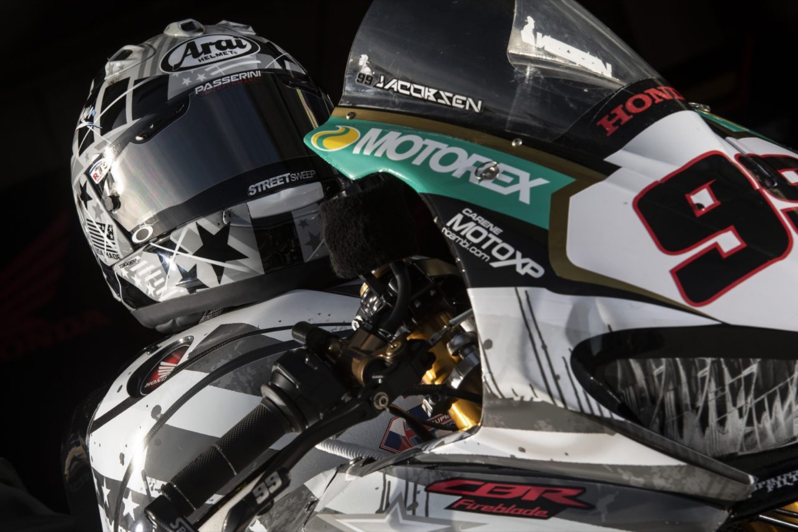 Espectacular decoración homenaje a Nicky Hayden de parte de PJ Jacobsen