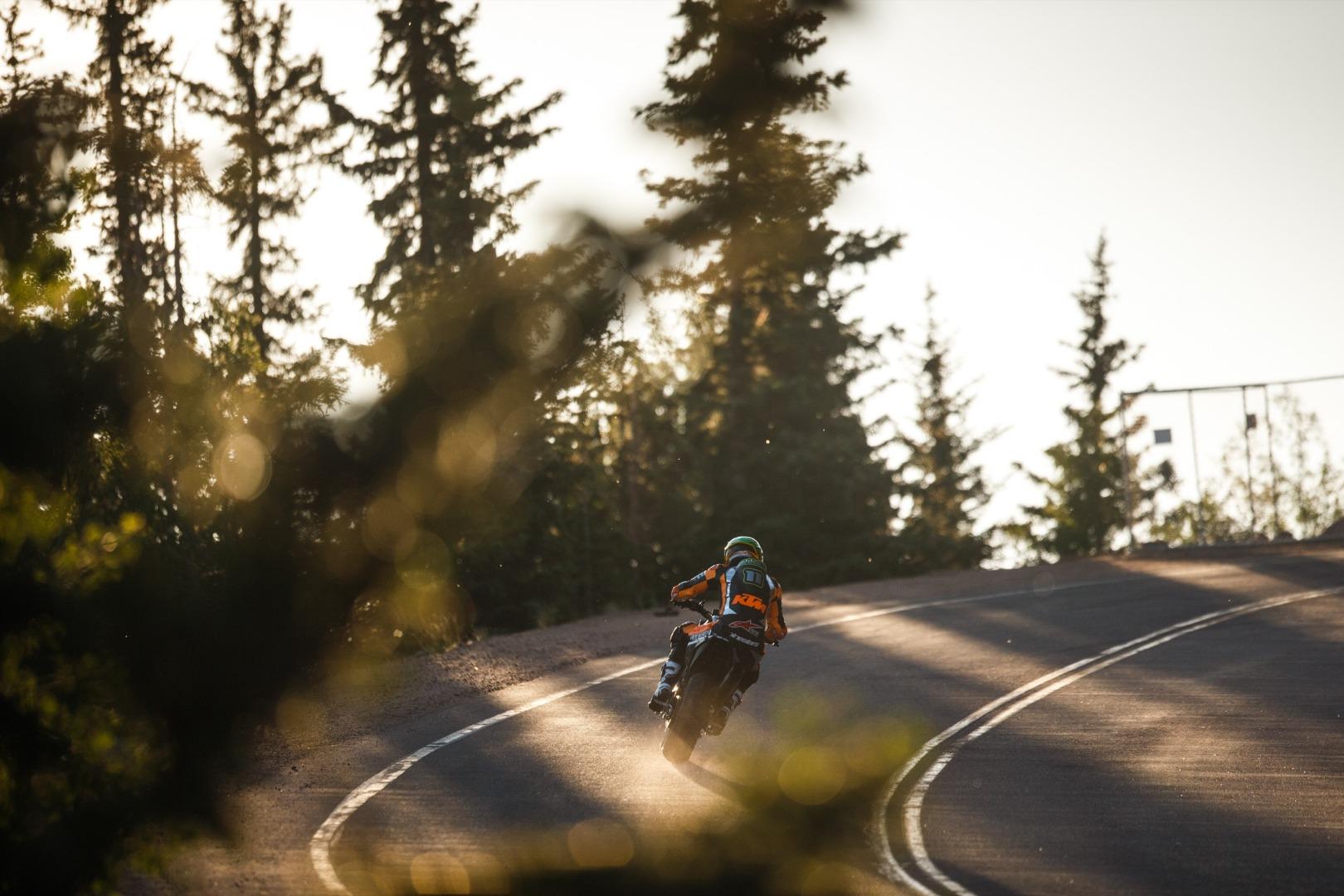 KTM 790 Duke y Chris Fillmore Pikes Peak 2018