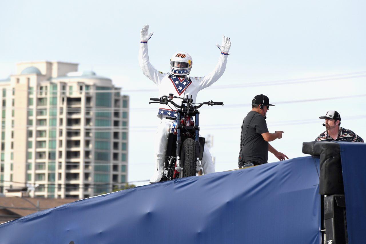 Travis Pastrana emula a Evel Knievel en Las Vegas