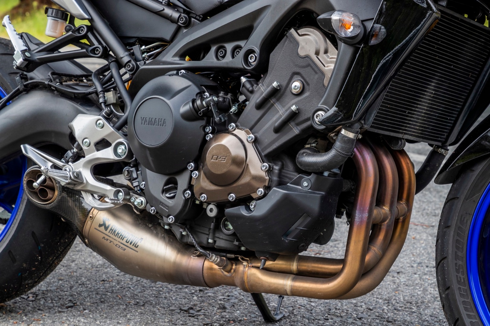 Comparativa Yamaha MT-09 SP vs Triumph Street Triple RS