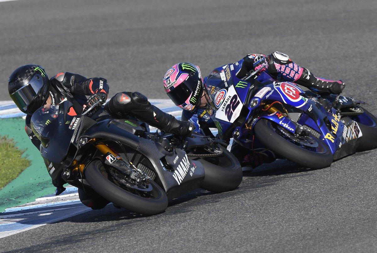 Lewis Hamilton probando la Yamaha de SBK