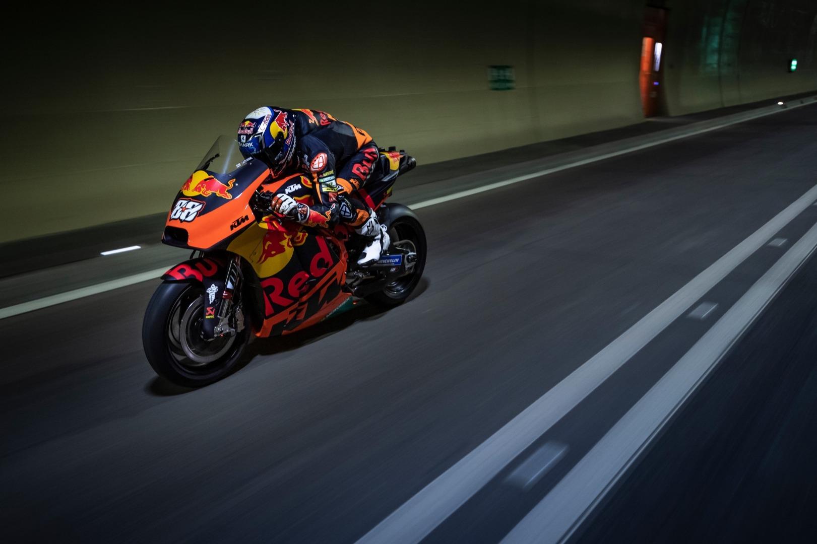 KTM RC16 y Miguel Oliveira en el túnel de Gleinalm