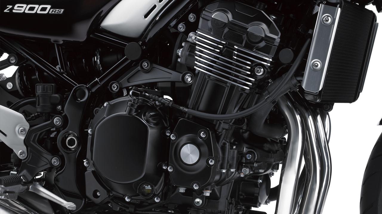 La Kawasaki Z900RS utiliza el tetracilíndrico en línea de 948 cc que estrenó el año pasado la Z900, pero repasado por fuera y por dentro