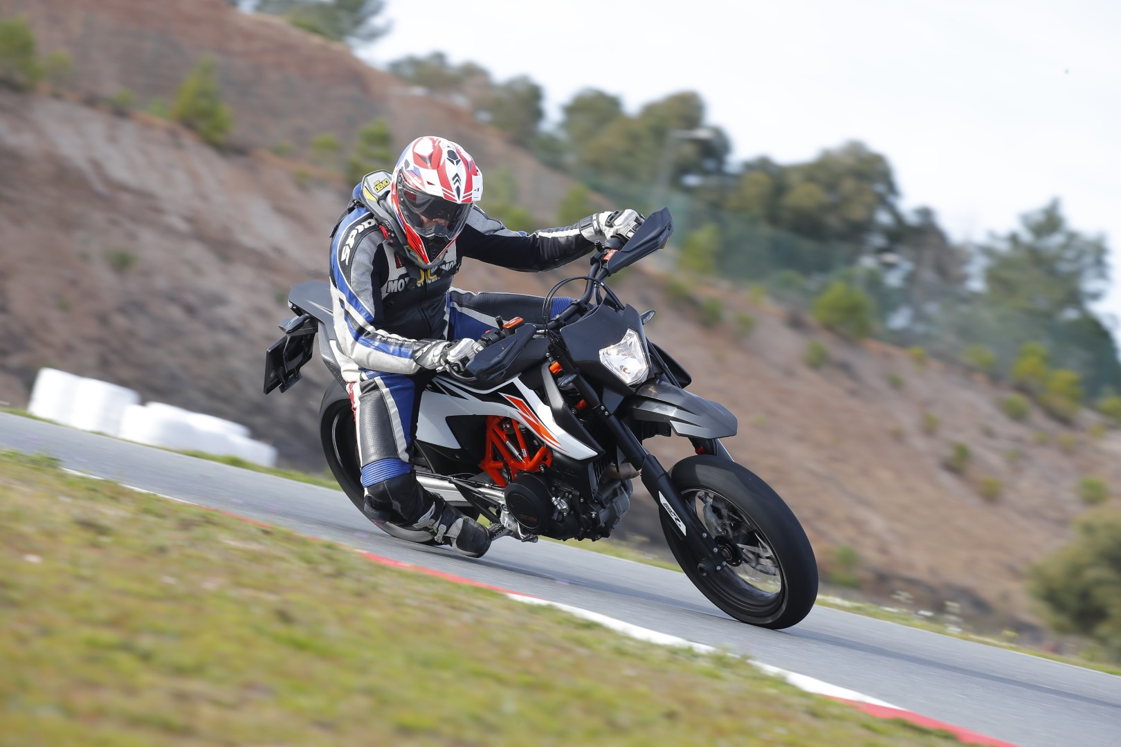KTM 690 SMC R 2019. Fotos