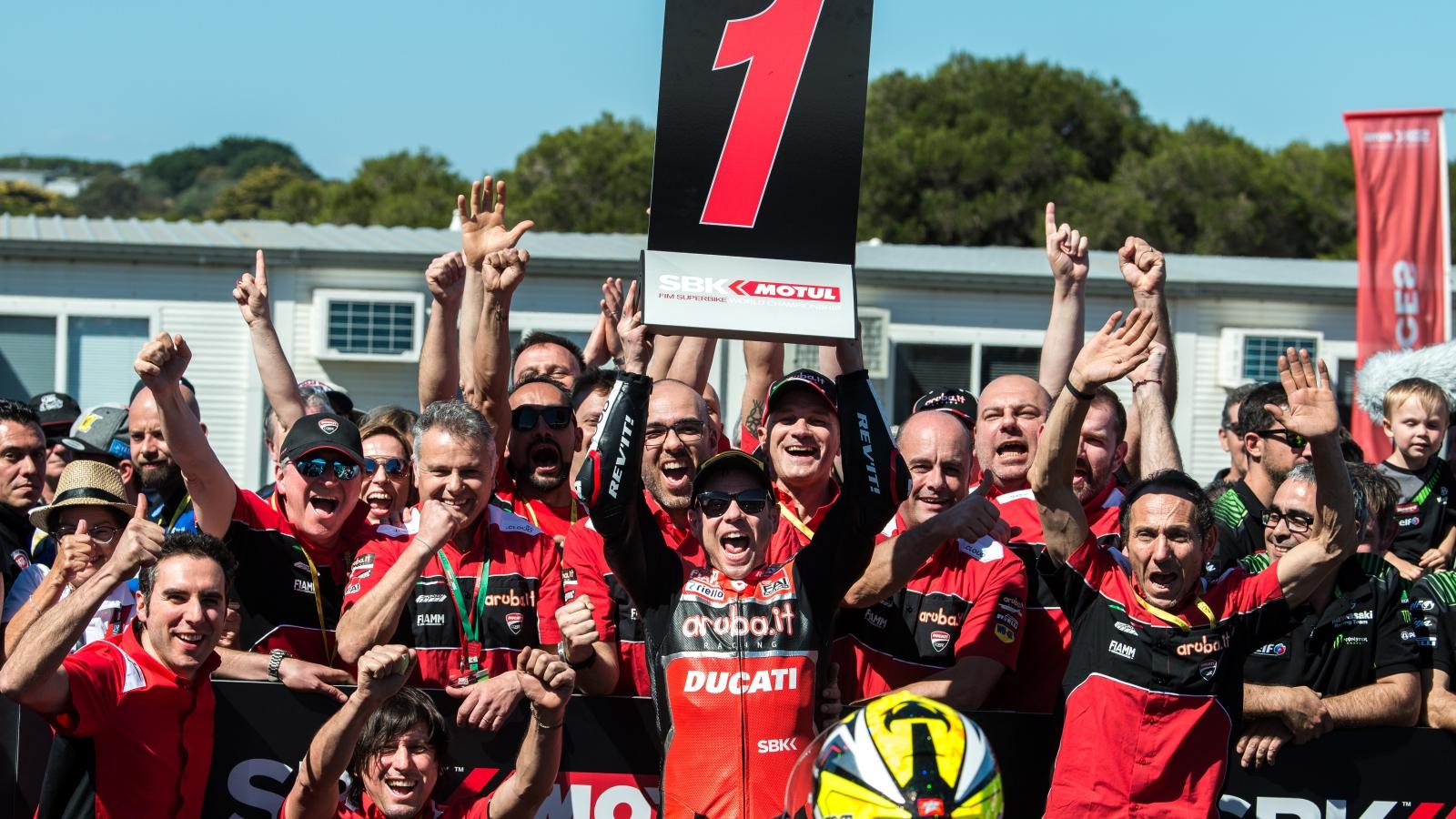 Álvaro Bautista gana en SBK Phillip Island 2019