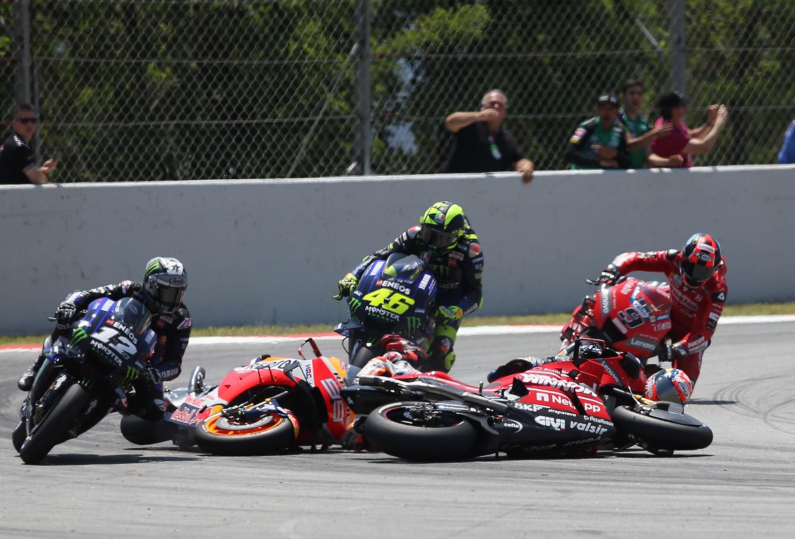 Secuencia de fotos de la caída de Jorge Lorenzo - MotoGP Catalunya 2019