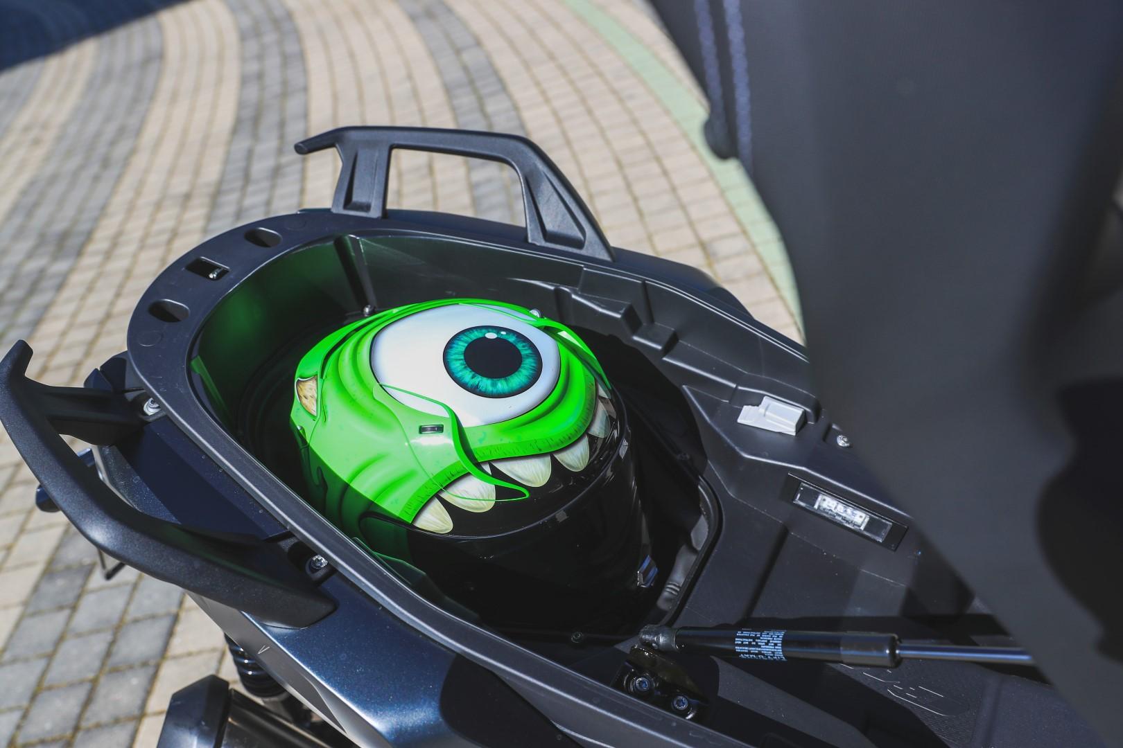 Comparativa Scooter 400: BMW C 400 X, KYMCO Xciting 400, Suzuki Burgman 400, Yamaha XMAX 400