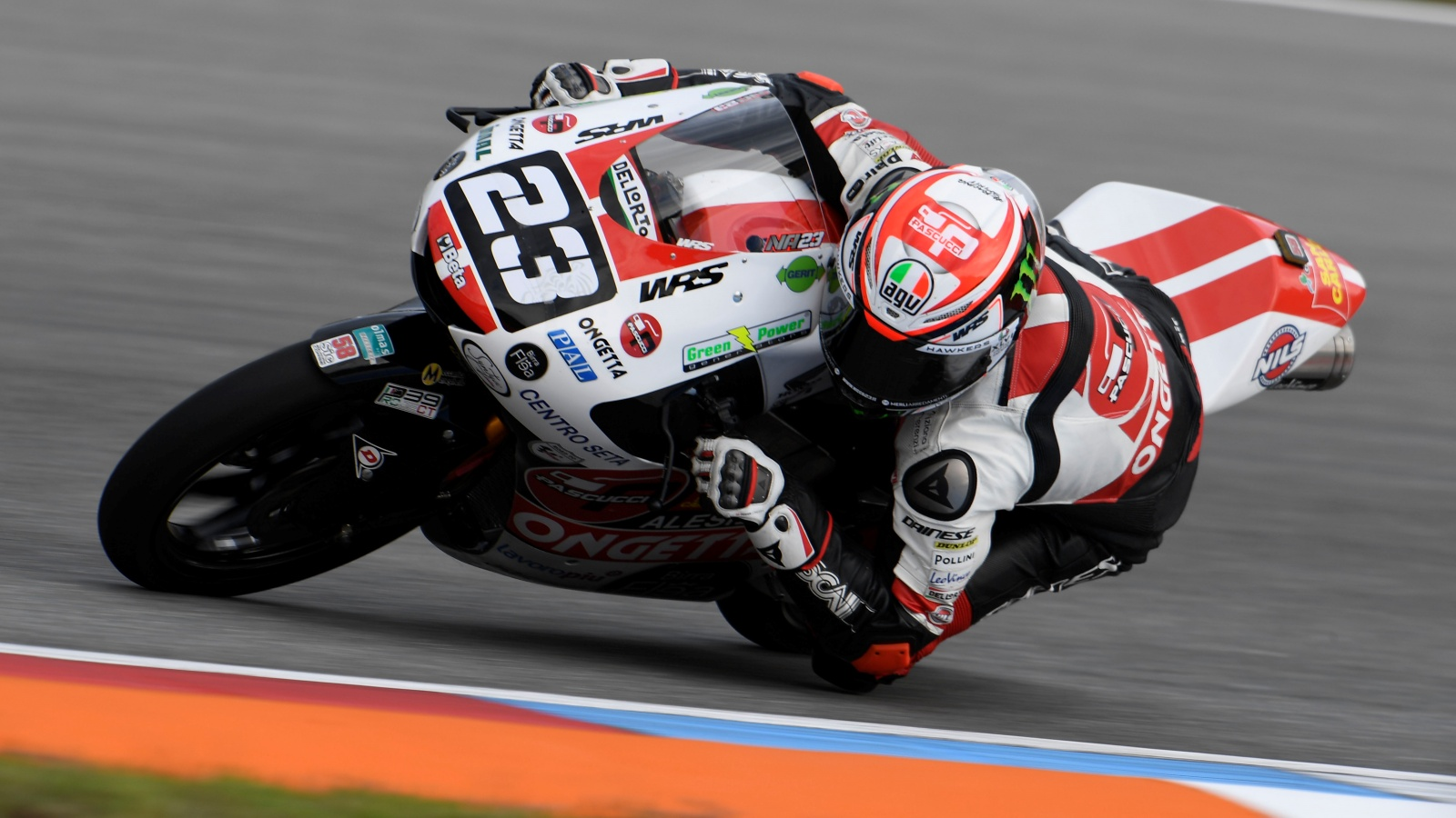 Tony Arbolino se regala la pole de Moto3 en el mojado asfalto de Brno