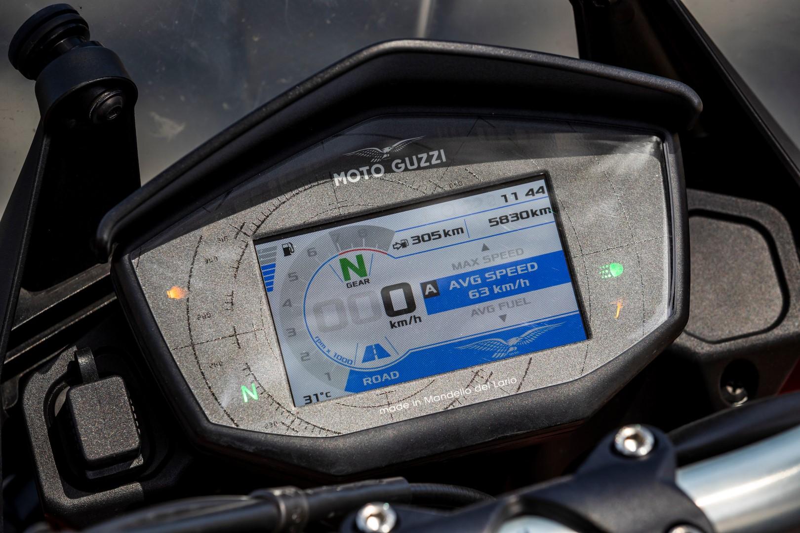Cuerpo a cuerpo Moto Guzzi V85TT - Triumph Street Scrambler