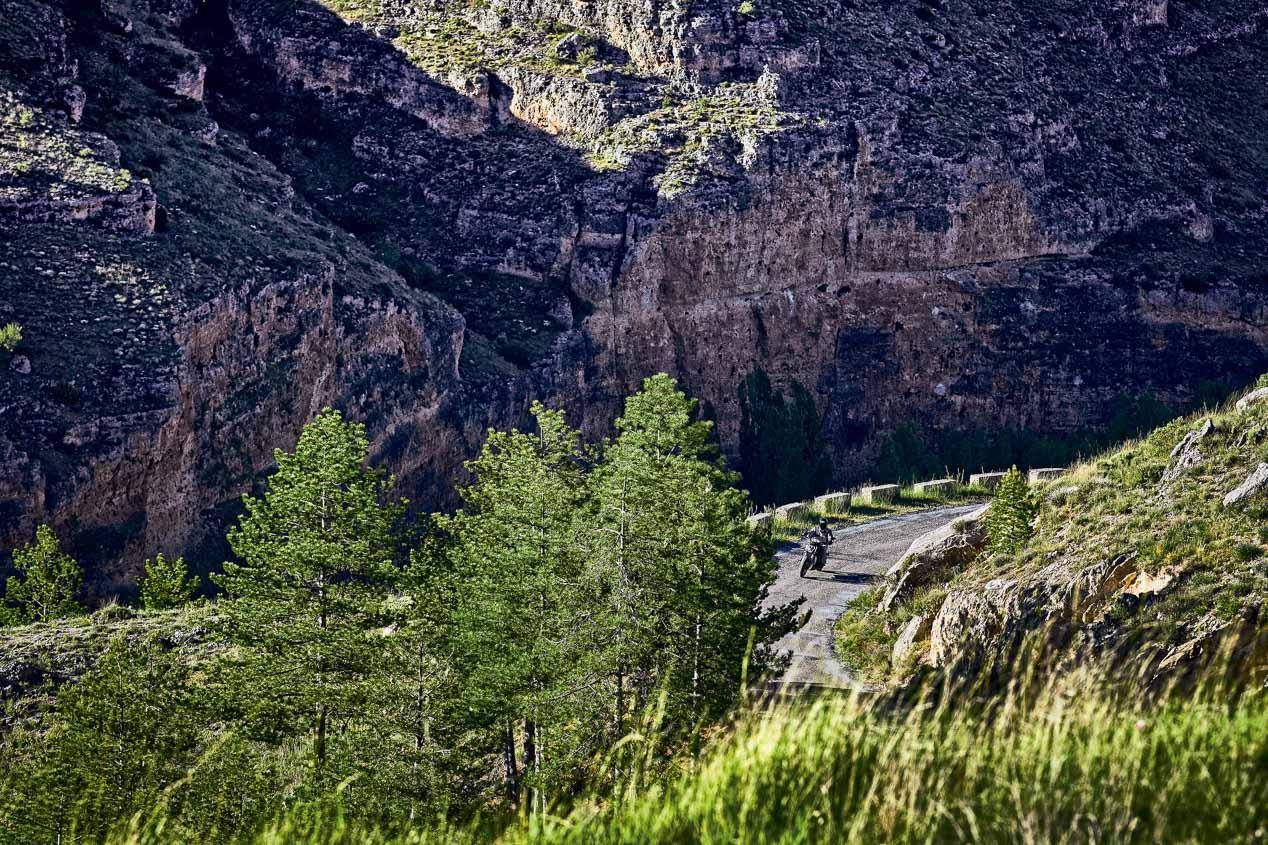 Ruta por el Valle del Duero con la Benelli 502C Cruiser
