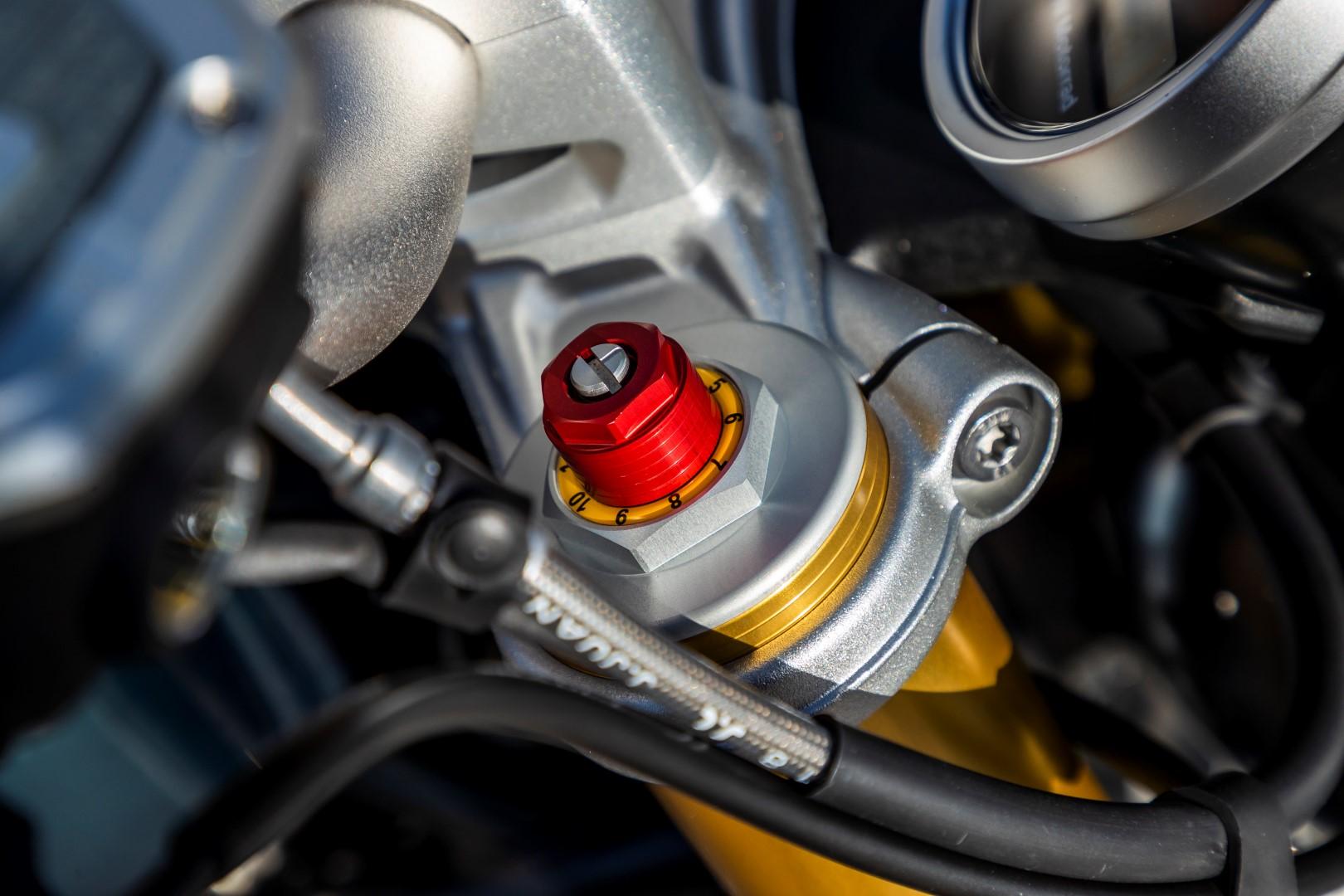 Comparativa BMW R nineT vs Triumph Speed Twin