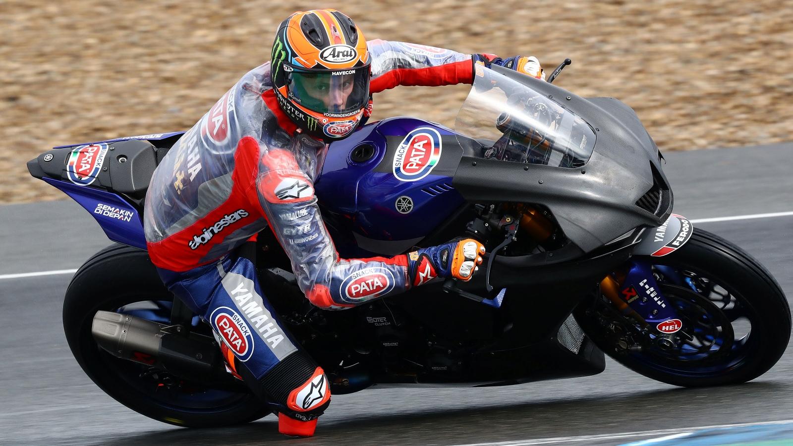 Leon Haslam pone a la Honda al frente de los test de Jerez en un día pasado por agua
