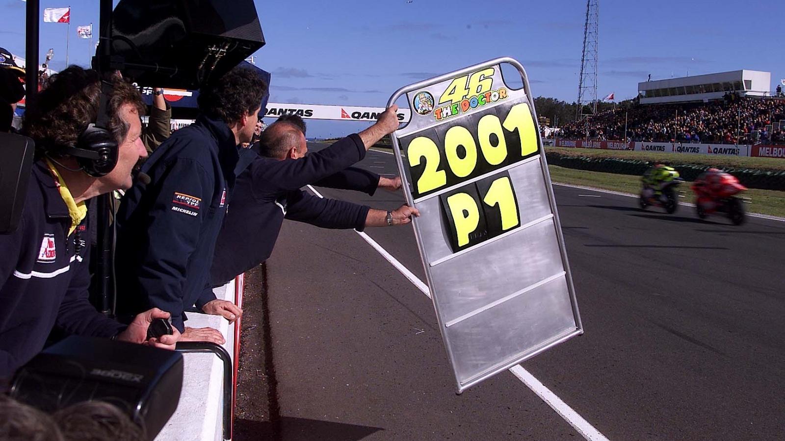 25 años Valentino Rossi: 2001 – Campeón 500cc – Honda NSR500 / Nastro Azzurro Honda