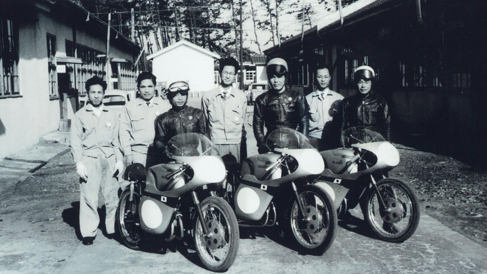 1960 Suzuki participa en el TT de la Isla de Man