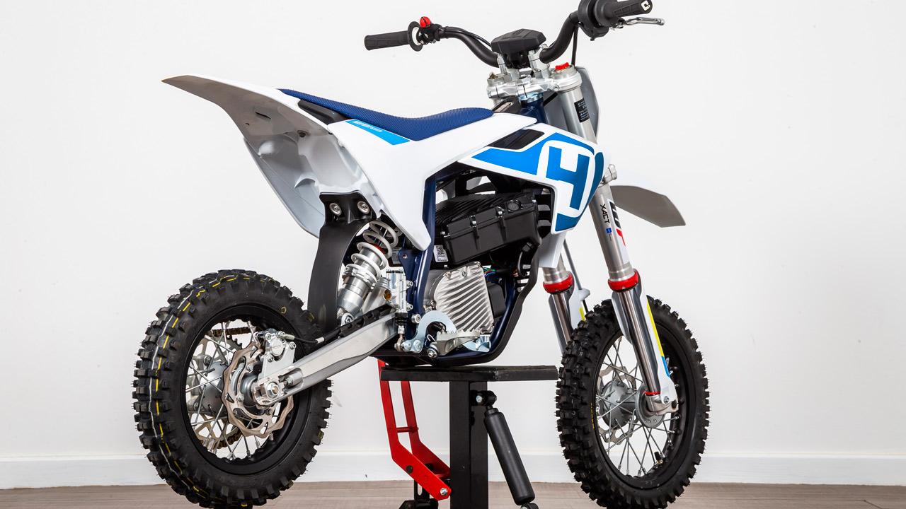Husqvarna EE 5 y KTM SX-E 5 2020, prueba comparativa y fotos