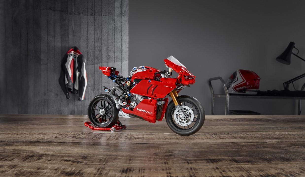 Galería fotos Ducati Panigale V4 R LEGO