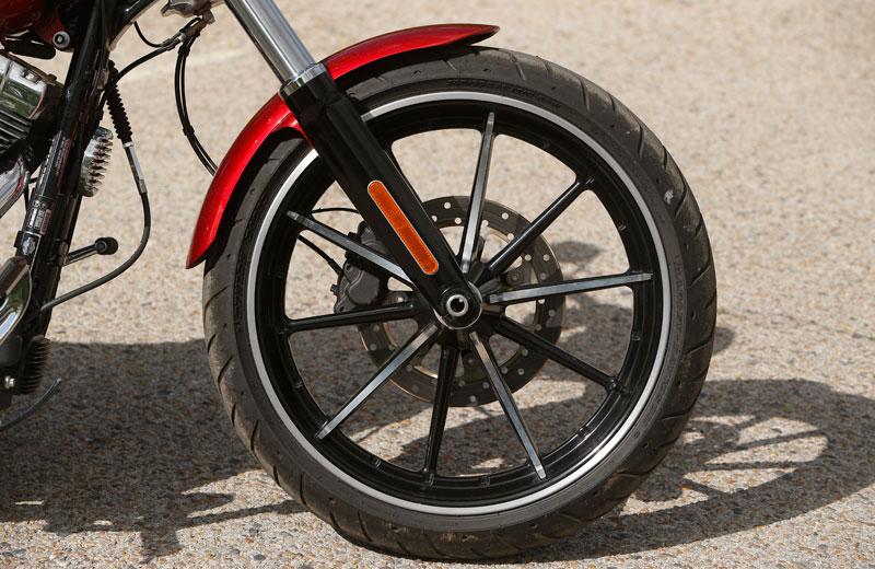 Comparativa: Harley Davidson Breakout y H-D CVO Breakout. Galería de fotos