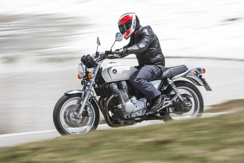 Comparativa motos Naked Alpen Master 2013