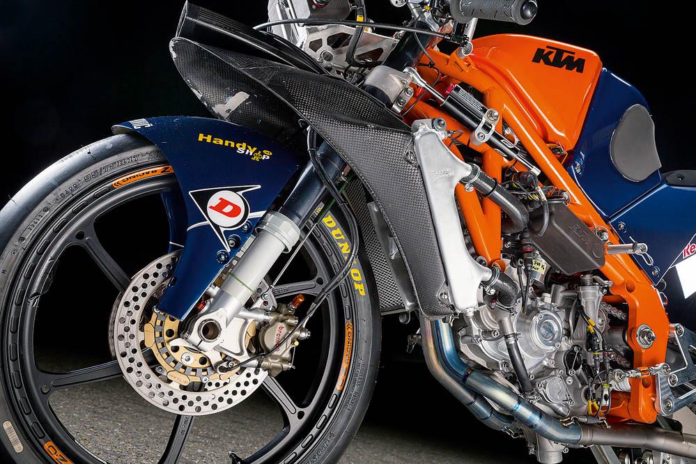Motociclismo prueba la KTM de Moto3. Galería de fotos