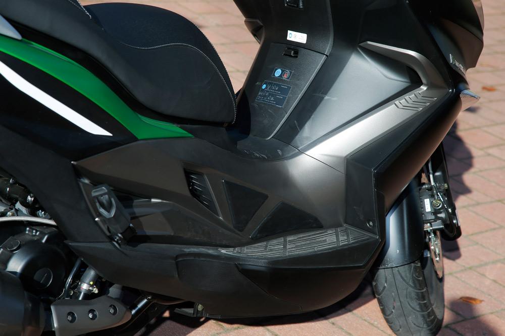 Kawasaki J300. Galería de fotos
