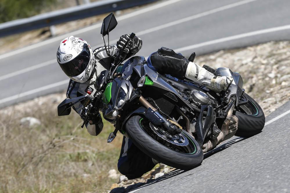 Comparativa naked: BMW, Ducati, Kawasaki y KTM. Galería