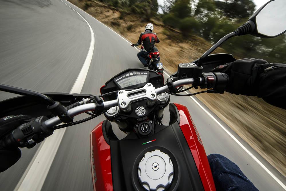Comparativa supermotard: MV Agusta Rivale vs Ducati Hypermotard. Galería