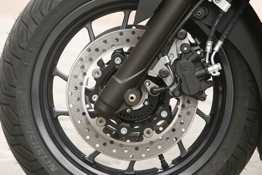 Comparativa scooter 400: Suzuki, SYM y Yamaha. Galería