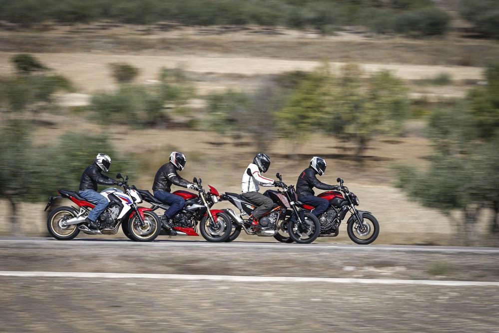 Fotos. Comparativa Naked medias: Honda CB650F, KTM 690 Duke, Triumph Street Triple y Yamaha MT-07