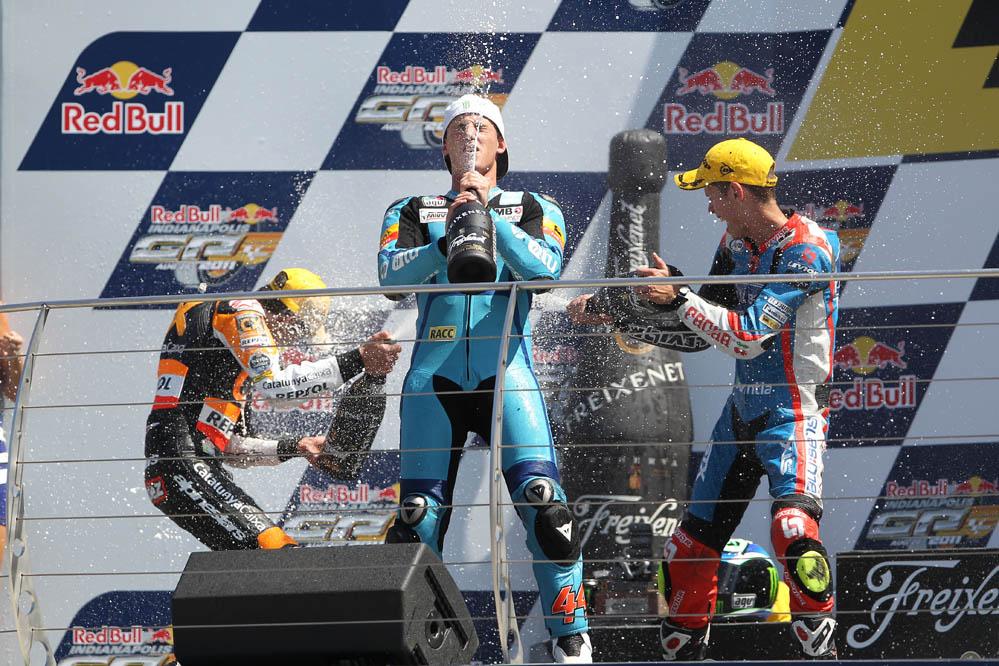 Junto al Blusens-STX y con una Aprilia da el salto a Moto2 en 2011