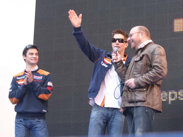 Pedrosa y Hayden ruedan por Madrid