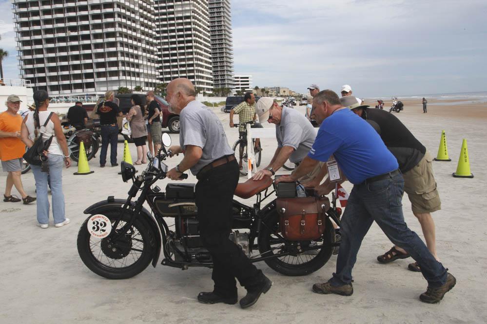 Motorcycle Cannonball Race. Galería