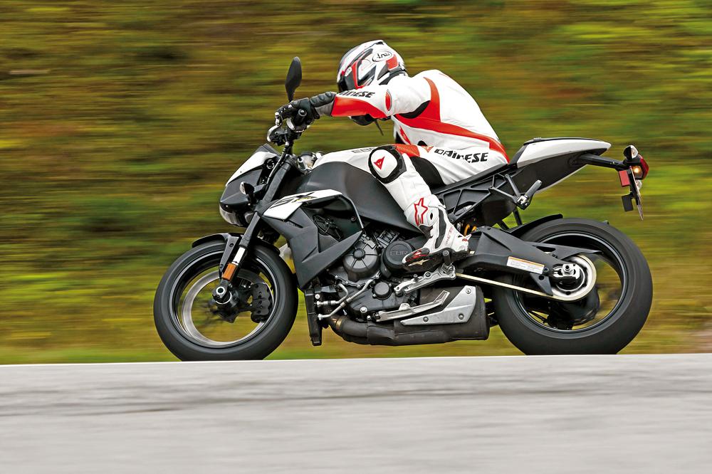 Comparativa supernaked bicilíndricas: KTM, Ducati, EBR. Galería