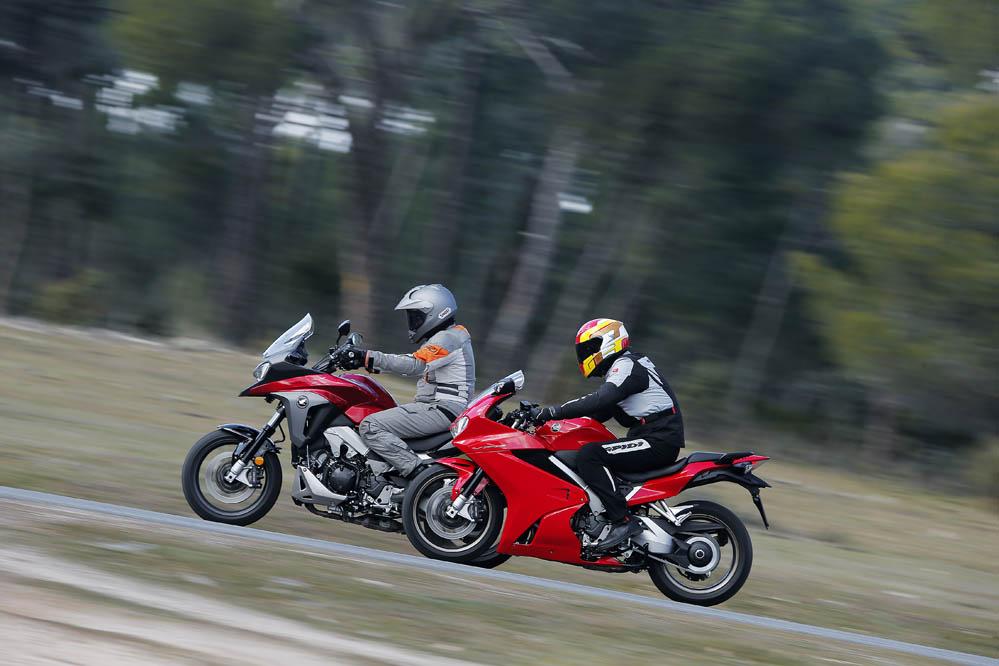 Comparativa Honda VFR800F y Honda CFR800X Crossrunner. Galería