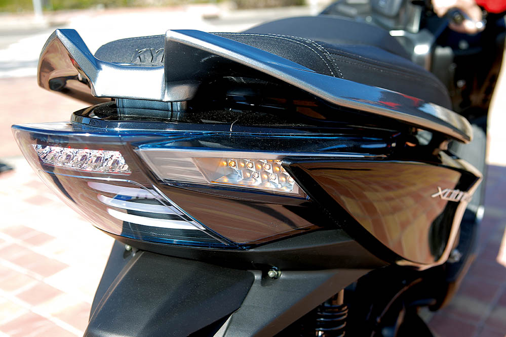 Comparativa Maxiscooter 400: Suzuki, Yamaha, KYMCO y Peugeot