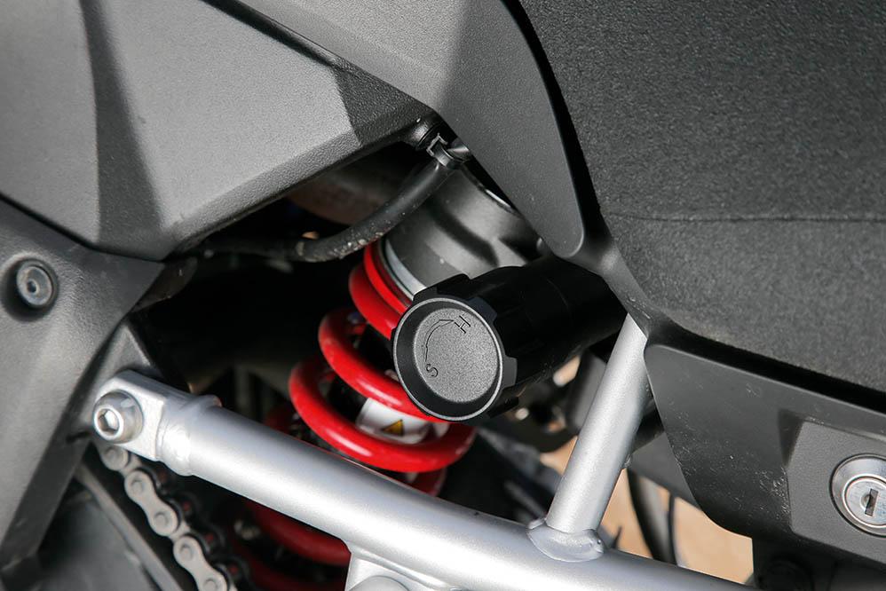 Comparativa Trail: Honda VFR800X Crossrunner, Suzuki V-Strom 1000, Yamaha MT-09 Tracer. Galería