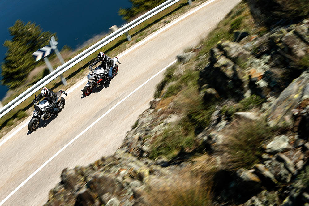 Comparativa naked medias: MV Agusta Brutale 675 y Triumph
