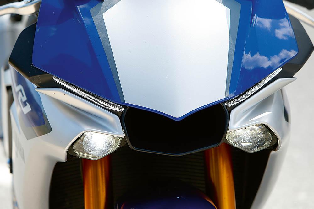 Prueba de la Yamaha YZF-R1 2015