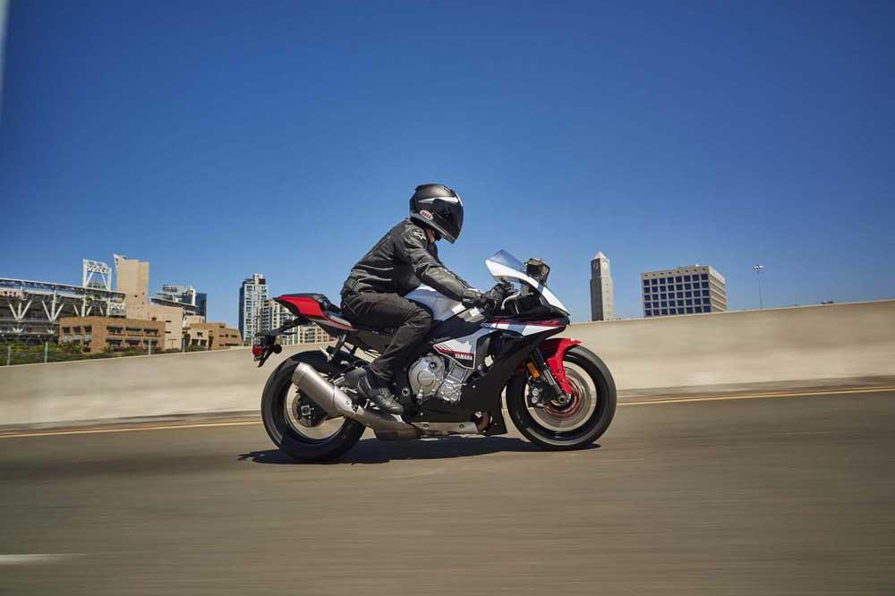 Fotos de la Yamaha YZF-R1S 2016