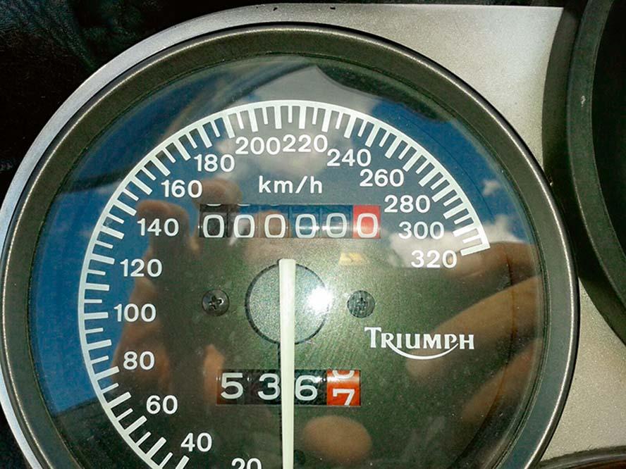 100.000 km con la Triumph Sprint 900 en fotos