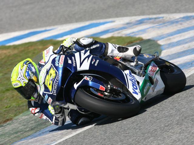 Rossi abruma en Jerez
