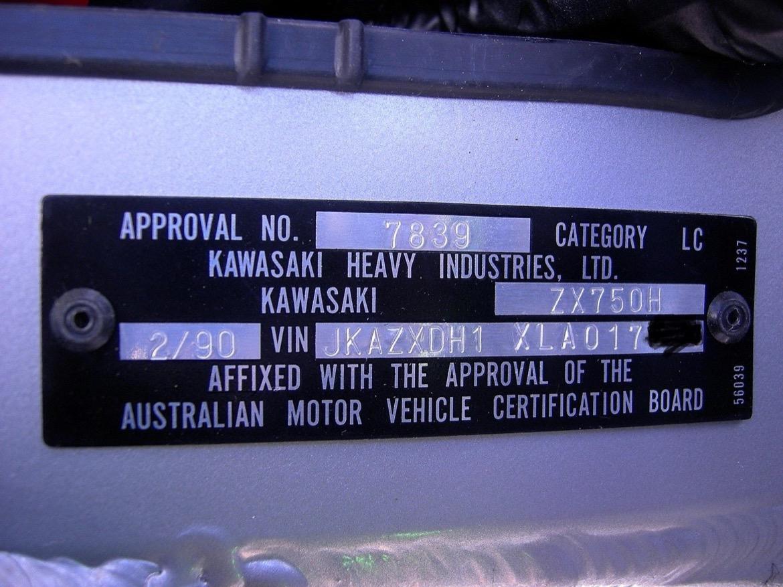 Galería de fotos de la Kawasaki ZXR 750 en su caja original