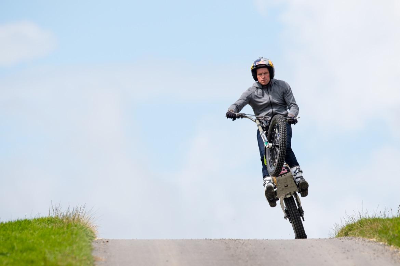Dougie Lampkin preparando la vuelta a la Isla de Man