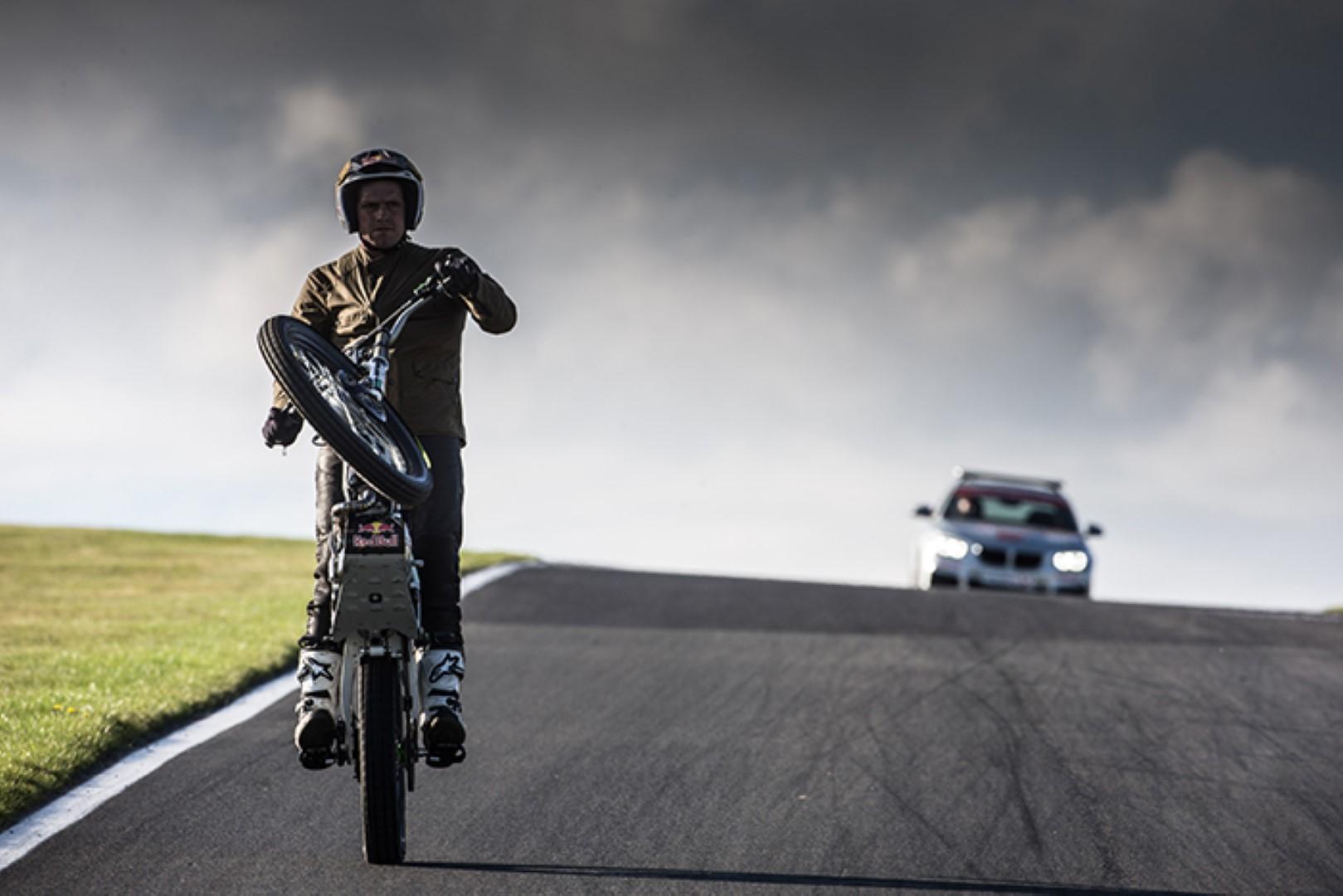 La moto de Lampkin para el caballito en la Isla de Man