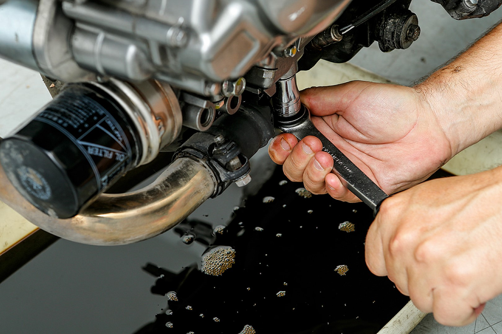 Cambiar el aceite del motor de tu moto: Paso 5