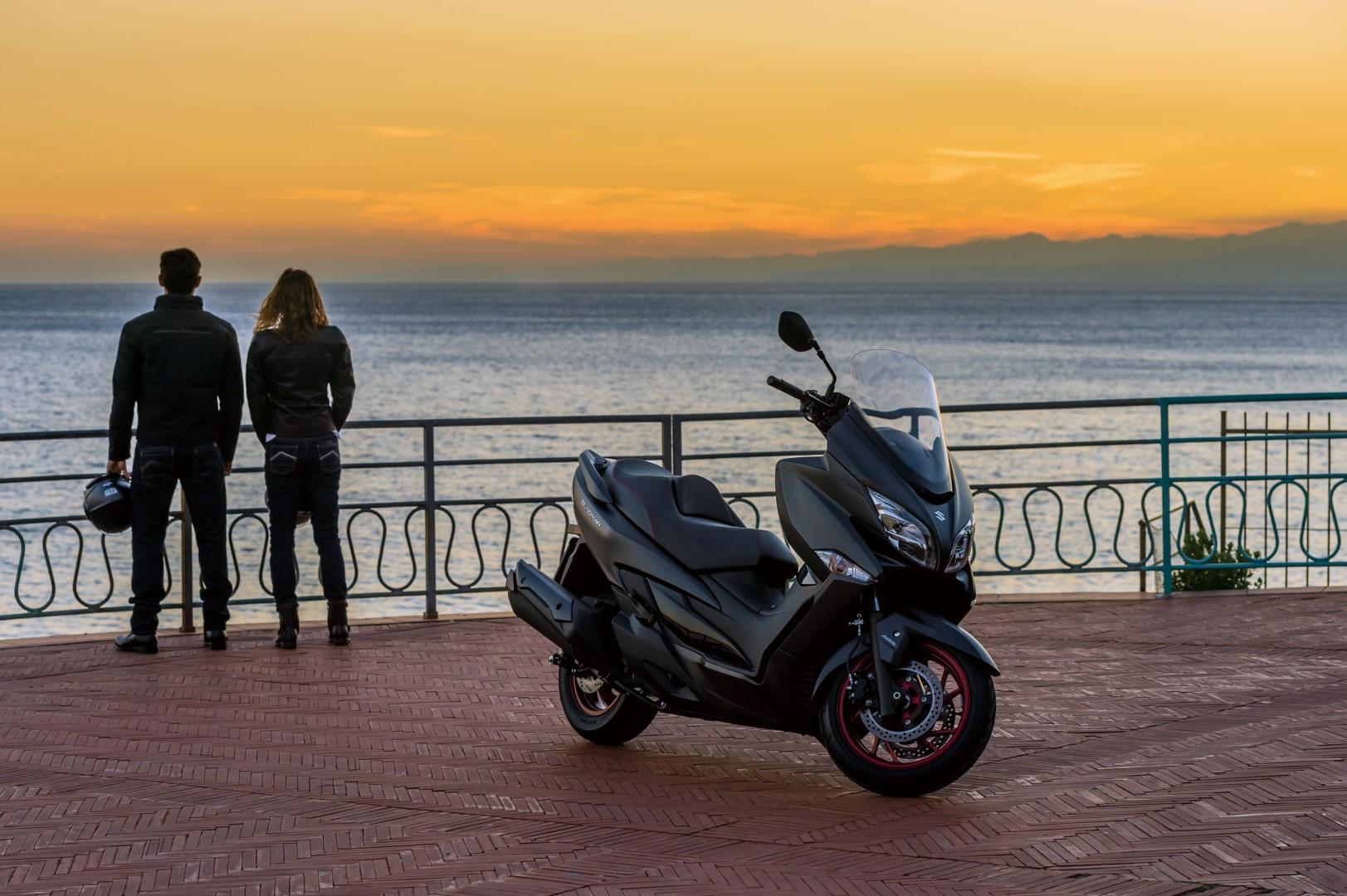 Suzuki Burgman 400 2017 fotos