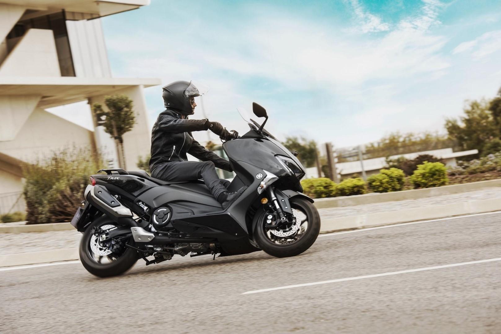 Yamaha TMAX 2017 fotos